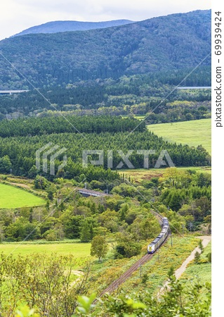 從北海道增田山(261系列)新得町看到的特快大空座 69939424
