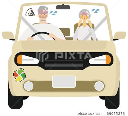 男人和女人的插圖與老人標記有麻煩駕駛 69955876