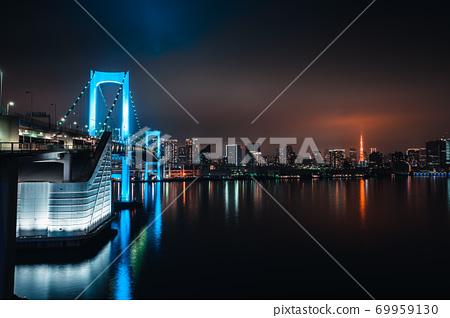블루 레인보우 브릿지와 도쿄 타워 69959130