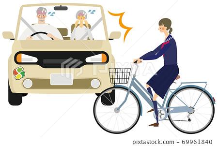 一輛帶有老人標記的汽車和一名高中學生的自行車的事故插圖 69961840