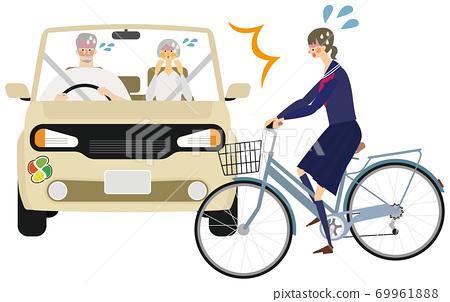 一輛帶有老人標記的汽車和一名高中學生的自行車的事故插圖 69961888