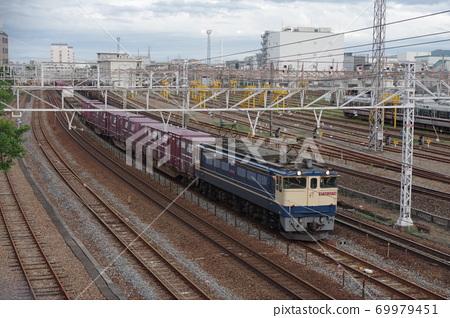 EF65拖曳停在三洋本線西秋石站附近側線的貨運列車 69979451