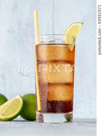 Glass of Cuba Libre 69982871