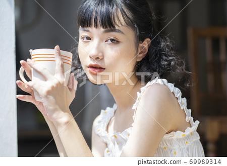 女人的生活方式放鬆的下午茶時間 69989314