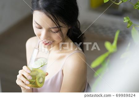 婦女的生活方式放鬆飲食排毒 69989824