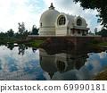 수면에 비치는 부처님이 열반에 들어간 인도 쿠시나 가르에 위치한 涅槃堂 69990181