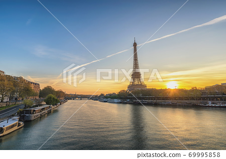 Paris France sunrise city skyline at Eiffel Tower and Seine River 69995858