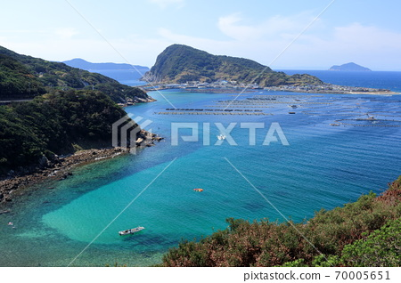 Beautiful sea of Otsuki Kashiwajima summer (Kochi prefecture) 70005651