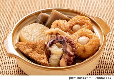 Oden in a small clay pot the size of a serving. 70008443