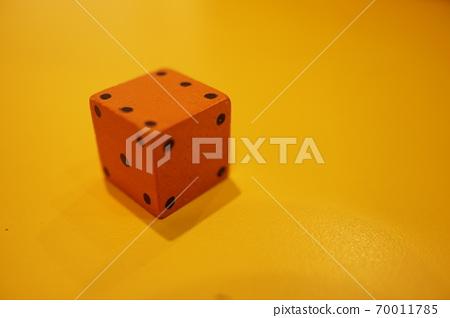 Tokusou Ichikon dy,背景橘色木製框架。 70011785