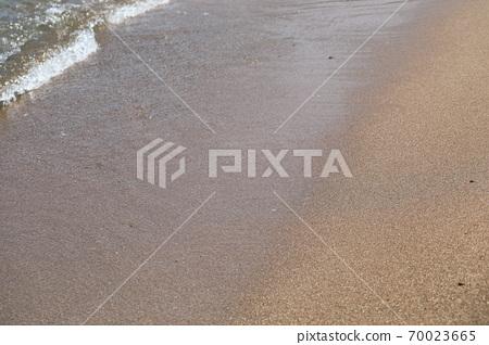 바닷가의 모래와 자갈이 보이는 아름다운 풍경 70023665