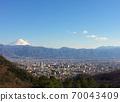 富士山看著甲府盆地 70043409