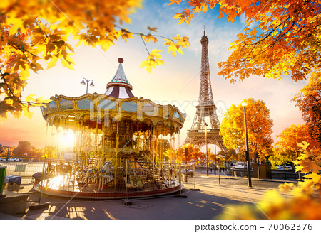 Carousel in Paris 70062376