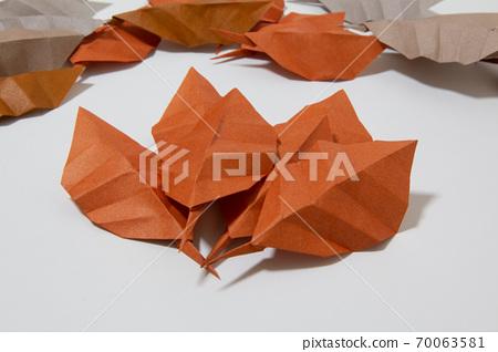종이 접기 낙엽 70063581