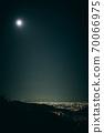 從兵庫縣西宮市名莊的居住區到大阪的夜景 70066975
