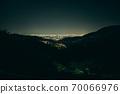 從兵庫縣西宮市名莊的居住區到大阪的夜景 70066976