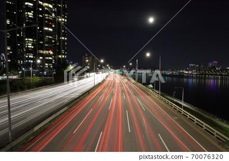 Night view of Seoul Gangbyeonbuk-ro 70076320