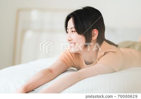 年輕漂亮的東方年輕女性居家生活日常 70080629