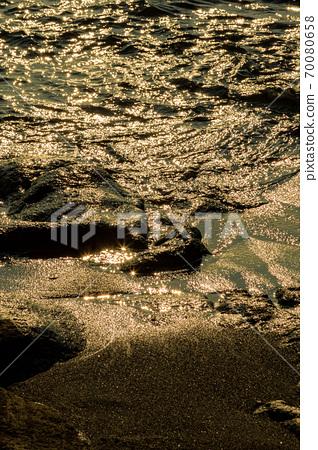 秋天在夕陽下照耀著的鹿島的沙灘 70080658