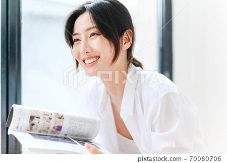 年轻漂亮的东方年轻女性居家生活日常 70080706