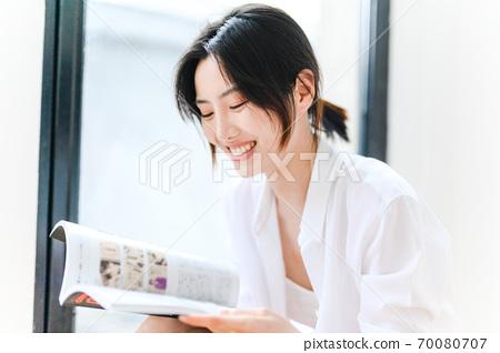 年轻漂亮的东方年轻女性居家生活日常 70080707