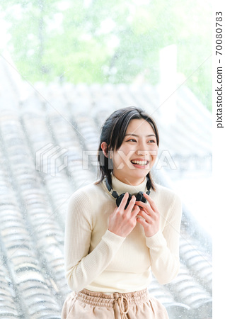 年轻漂亮的东方年轻女性居家生活日常 70080783
