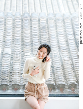 年轻漂亮的东方年轻女性居家生活日常 70080786