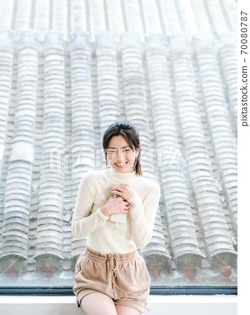 年輕漂亮的東方年輕女性居家生活日常 70080787