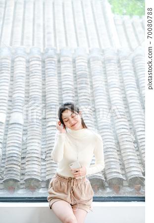 年轻漂亮的东方年轻女性居家生活日常 70080788
