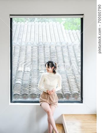 年轻漂亮的东方年轻女性居家生活日常 70080790