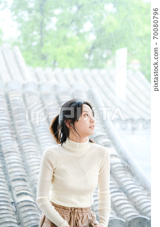 年轻漂亮的东方年轻女性居家生活日常 70080796