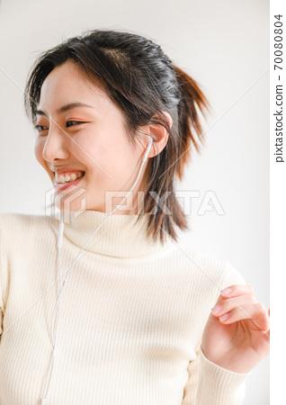 年轻漂亮的东方年轻女性居家生活日常 70080804
