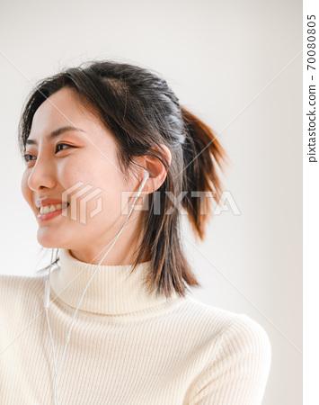 年轻漂亮的东方年轻女性居家生活日常 70080805