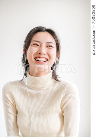 年轻漂亮的东方年轻女性居家生活日常 70080809