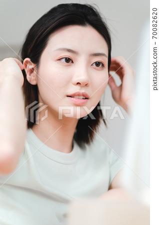 年輕漂亮的東方年輕女性居家生活日常 70082620