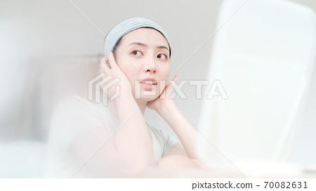 年轻漂亮的东方年轻女性居家生活日常 70082631