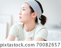 年輕漂亮的東方年輕女性居家生活日常 70082657
