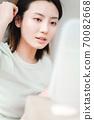 年輕漂亮的東方年輕女性居家生活日常 70082668