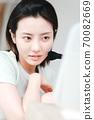 年輕漂亮的東方年輕女性居家生活日常 70082669