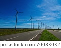 從Salopetsu荒野停車場(北海道Horonobe町)看到的風車 70083032