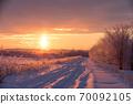 太陽柱升起時,北海道在仲冬的早晨 70092105