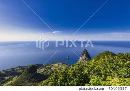 산 정상에서 바라본 풍경입니다. 70106337