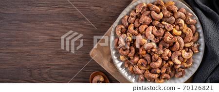 腰果 木製 木頭 背景 頂視圖 Cashew nuts in wooden bowl カシューナッツ 70126821