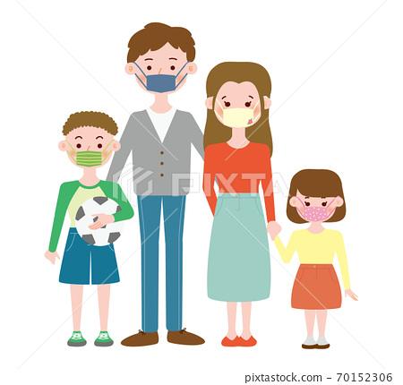 수제 마스크 착용의 4 인 가족 70152306