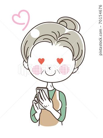智能手機的中年女人,愛的愛 70154676