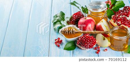 Rosh hashanah concept - honey, apples, pomegranate, symbols 70169112