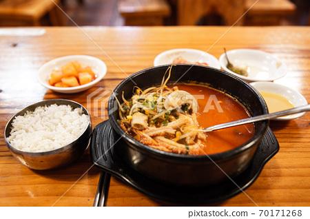 소의  위장, 소장, 대장으로 만든 소내장탕, 한국전통음식,  70171268