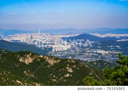 한국 경기도 과천시 중앙동 관악산 전경 70193863