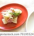 健康蔬菜土豆沙拉配西兰花芽和大量的硫磺扇 70195524