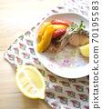 西式烤三文鱼和辣椒粉 70195583